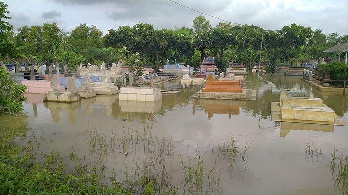 Warga Sedih Makam-makam Kerabatnya Kerap Terendam Banjir, Bahkan Bisa Sampai Seminggu