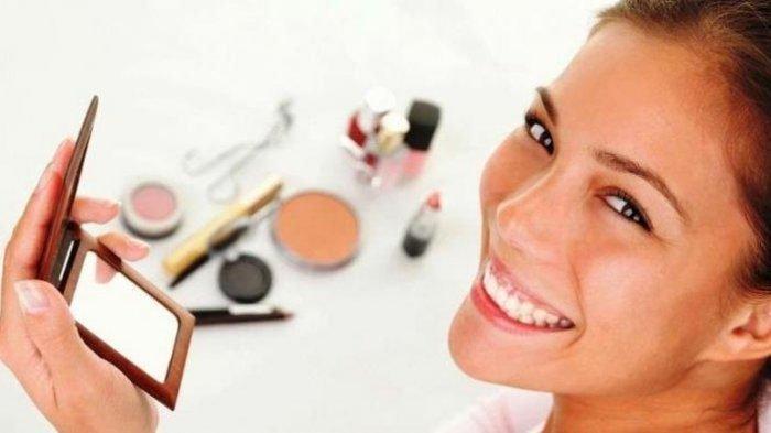 Sentuhan Magis Makeup, Nenek-nenek Ini Wajahnya Dirias, Hasilnya Jadi Seperti Gadis Muda, Mau Lihat?