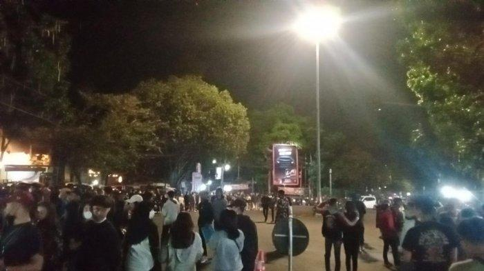 Malam Takbiran Muda-mudi Tumplek di Jalan Trunojoyo Kota Bandung untuk Belanja Baju Distro