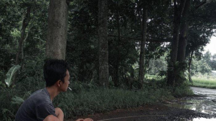 Warga Bikin Video Mancing Ikan di Kubangan Jalan Rusak, Akhirnya Pemkab Kuningan Pun Turun Tangan