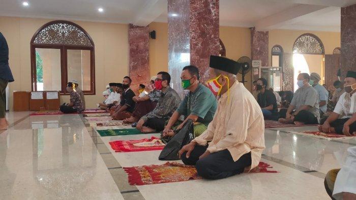 Masjid Agung Al-Imam Majalengka Gelar Sholat Idulfitri Sesuai Protokol Kesehatan Covid-19
