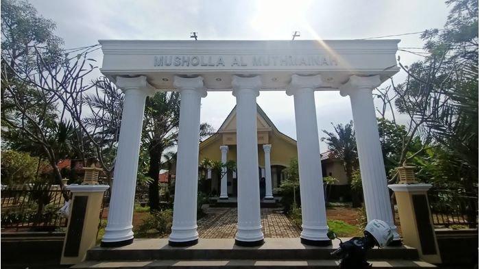 Masjid Al-Muthmainah di Desa Cikedung Lor, Kecamatan Cikedung, Kabupaten Indramayu, Selasa (13/4/2021).
