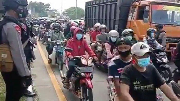 Massa Rakyat Madura Terobosan Penyekatan di Jembatan Suramadu, Tolak Rapid Test Antigen Tiap Hari