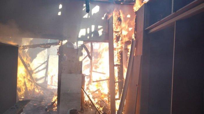 Rumah dan Toko Mebeul di Jalan Pesantren Cimahi Terbakar, Kerugian Ditaksir Mencapai 200 Juta