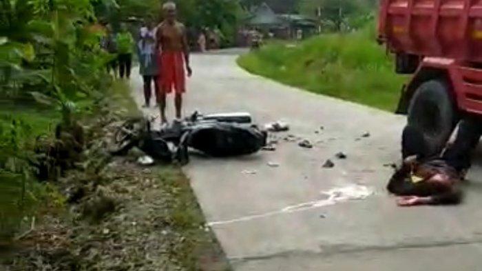 Saat kecelakaan lalulintas terjadi di jalan protokol Mangunjaya, Kabupaten Pangandaran.