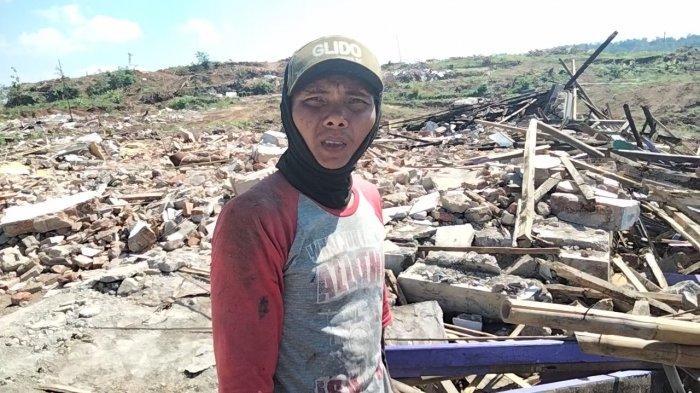Tak Ada Lagi Bangunan Tegak di Bekas Desa Miliarder, Material Rumah Jadi Buruan Warga Desa Tetangga