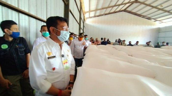 Mentan Sidak ke Gudang Pupuk di Wilayah Pantura Indramayu, Pastikan Ketersediaan Pupuk Aman