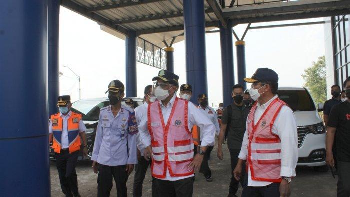Kunjungi Jembatan Timbang Indramayu, Menhub Cek Langsung Muatan Truk yang Melintas di Jalur Pantura