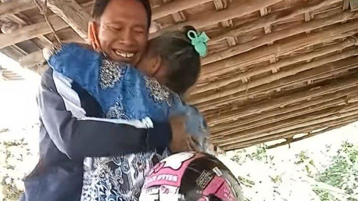 Temui Ibu Kandung di Kampung Nyamar Jadi Kurir Paket, Si Anak Beberkan Alasannya Bikin Hati Tergetar