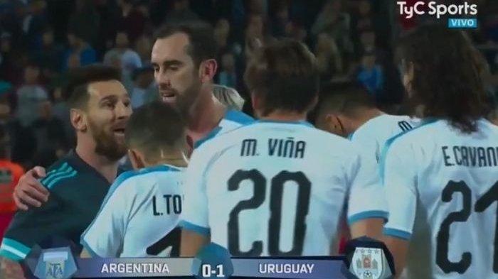 Viral, Lionel Messi Ladeni Tantangan Edinson Cavani, Pertandingan Berakhir 2-2