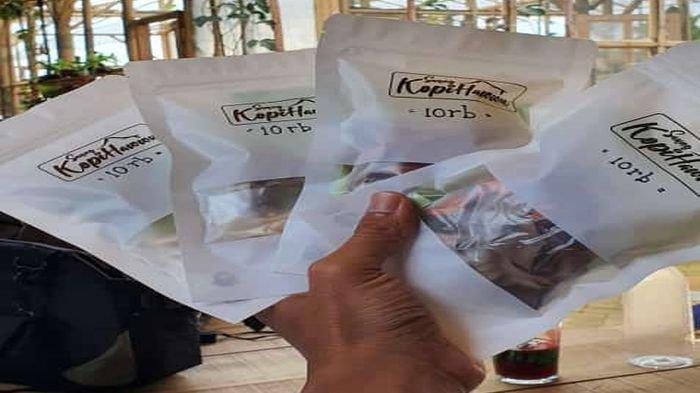 Manajamen Kopi Hawwu Bagi-bagi Ramuan Minuman Herbal di Lamer Cijoho dan Pos Penyekatan