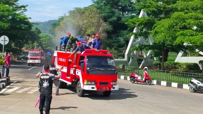 Damkar Majalengka Terjunkan 2 Armada, Bantu Penanganan Kebakaran Pertamina RU VI Balongan Indramayu