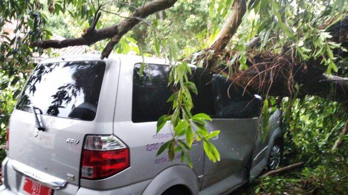 Angin Kencang Disertai Hujan Mengamuk di Sukabumi dan Cianjur, Puluhan Rumah dan Tempat Ibadah Rusak