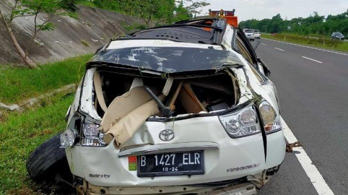 Mobil Mewah Ringsek Parah di Tol Cipali KM123, Ajaib Sang Sopir Hanya Alami Luka Ringan