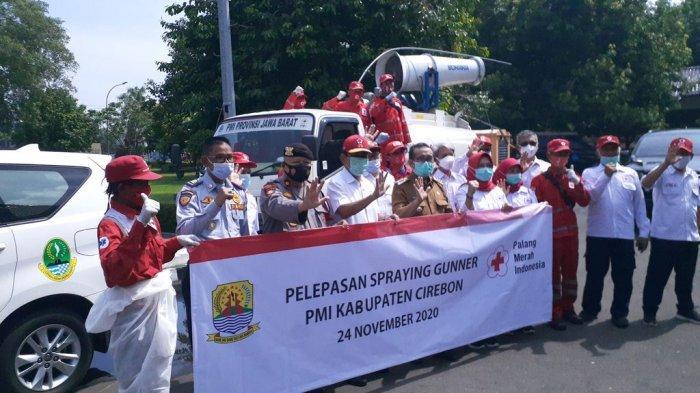 PMI Terjunkan Spraying Gunner untuk Semprot Disinfektan di Wilayah Kabupaten Cirebon.