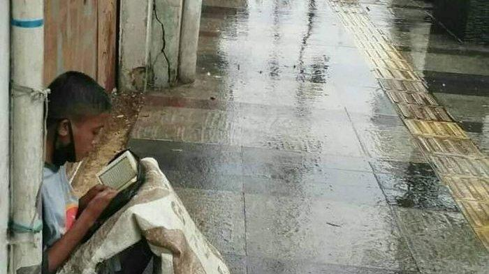 Akbar Jalan Kaki 4 Hari ke Bandung, Tak Pernah Bawa Uang Tapi Bawa Al Quran, Viral di Braga