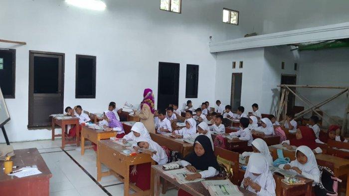 Sekolah Tergusur Proyek Kereta Cepat KCIC, Murid SDN 1 Malangnengah Terpaksa Belajar di Kantor Desa
