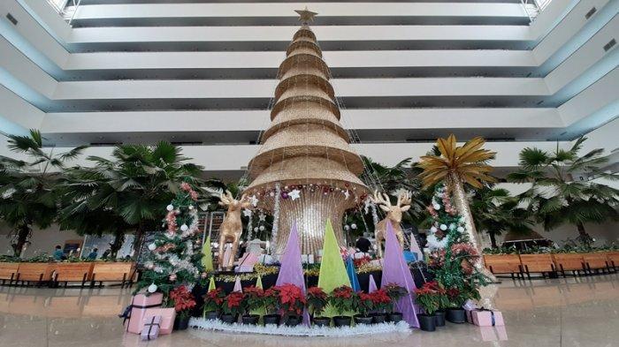 KEREN Nih, Penampakan Pohon Natal Berbahan Kulit Kerang di Cirebon