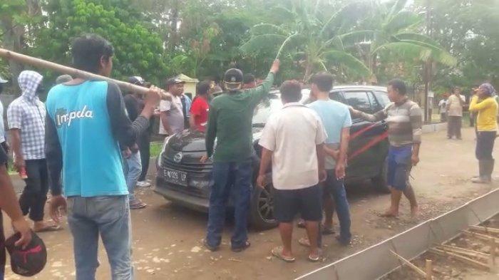Mau Hadang Perbaikan Jalan, LSM di Indramayu Bentrok dengan Warga, Kabur Saat Warga Mengepung