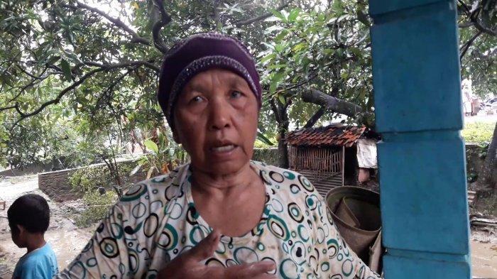 Nenek Titi Renang Saat Terendam Banjir Setinggi Dada di Sumedang, Selamatkan Diri ke Tempat Tinggi