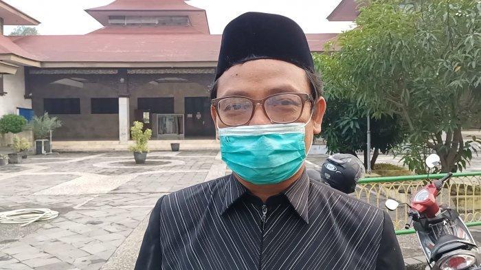 Staf Sekretariat Dewan Kemakmuran Masjid (DKM) Agung Indramayu, Annas Nasrullah, Selasa (20/7/2021).