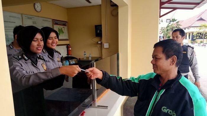 DRIVER Ojol di Indramayu Bingung Saat Dihadang Polisi, Ternyata Hanya Mau Antar Pesanan Makanan