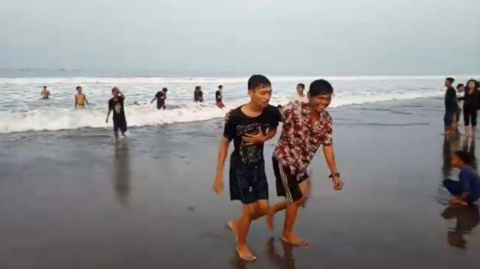 Tiga Wisatawan Asal Bogor Terseret Ombak Pantai Palabuhanratu, Beruntung Diselamatkan Tim Balawista