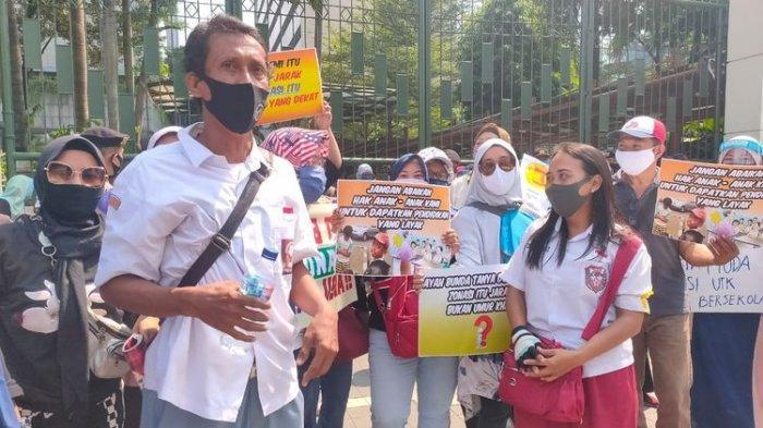 Orangtua Murid Teriak-teriak di Depan Kadisdik Jakarta, 'Bohong, Enggak Ada Jarak Seleksi'
