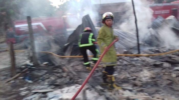 BREAKING NEWS - Rumah Makan Milik Suwarno di Kroya Indramayu Ludes Terbakar, Kerugian Rp 250 Juta