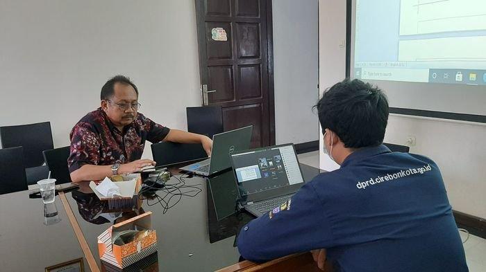 Pansus DPRD Kota Cirebon dan Tim Asistensi Godok Draf Raperda Utilitas Kabel