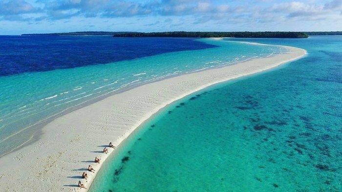 Keindahan Pantai Ngurtafur di Maluku, Hamparan Pasirnya yang Seakan 'Membelah' Laut