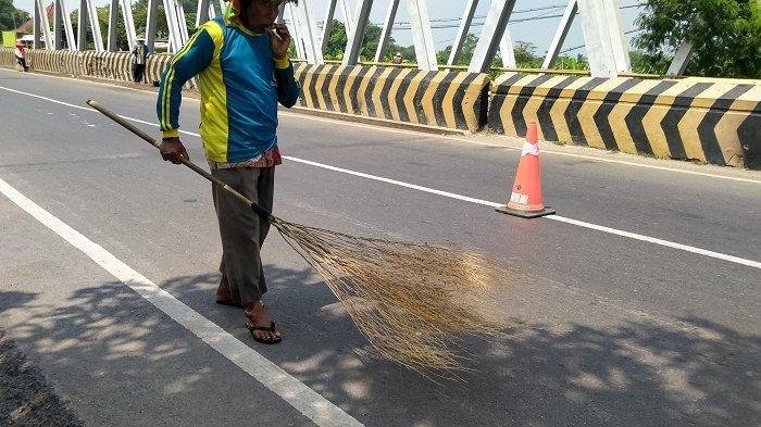 Kisah Para Penyapu Uang Koin di Jembatan Sewo Indramayu, Momen Lebaran Bisa Dapat Ratusan Ribu