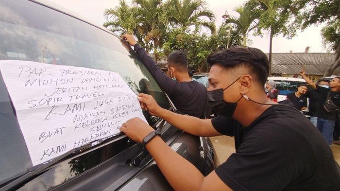 Protes Larangan Mudik, Sopir Travel Indramayu & Cirebon Tempeli Mobil Dengan Curhatan untuk Presiden