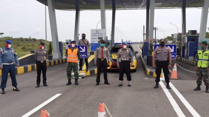 Sosialisasikan Pemakaian Masker, TNI AU Lanud Sukani Pasang Baliho dan Spanduk di Lokasi Strategis
