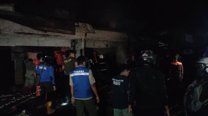 Satu Jam Petugas Berjibaku dengan Api, Akhirnya Berhasil Padamkan Si Jago Merah di Pasar Cigasong