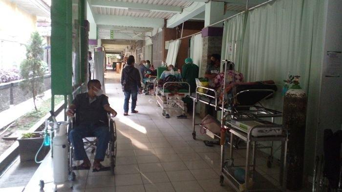TERPAKSA Transit di Koridor Rumah Sakit, IGD RSUD Ciamis Kewalahan Tampung Pasien Covid-19