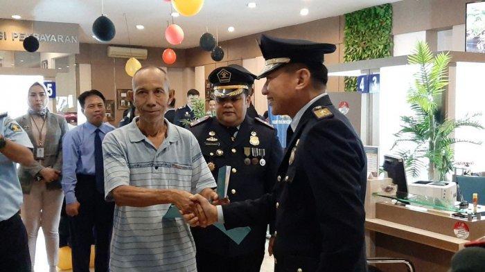 Memperingati Hari Bhakti Imigrasi Ke-70, Kantor Imigrasi Cirebon Berikan Paspor Gratis