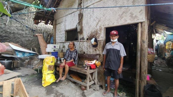 Ada Rumah Gubuk Nyaris Ambruk di Pusat Indramayu, Ternyata Pasutri Jompo Tinggal di Dalamnya