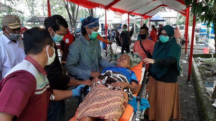 Pasutri Jompo Ngungsi Akibat Kebakaran Pertamina RU VI Balongan, Dievakuasi ke Panti Jompo Bekasi