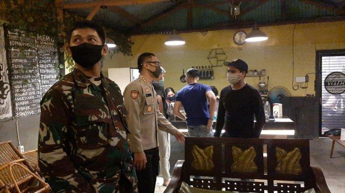 Ada Pelaku Usaha di Cirebon yang Langgar Aturan PSBB, Petugas Gabungan Lakukan Hal Ini