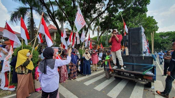 Pedagang Pasar Junjang Unjuk Rasa di DPRD Kabupaten Cirebon, Protes Masalah Terkait Revitalisasi