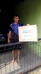 Para warga Kelurahan Simpeureum, Kecamatan Cigasong, Kabupaten Majalengka yang mendapatkan bantuan karena sedang menjalani isoman.