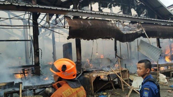 Pasar Caringin Terbakar, 48 Kios Hangus, Kerugian Ratusan Juta Rupiah, Penyebab Api Masih Misterius