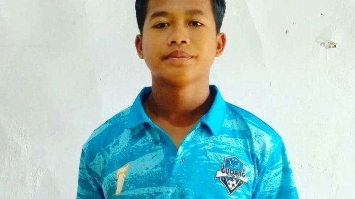 Al Anas Nuarih (baju biru muda) pemain perwakilan Kabupaten Indramayu yang lolos 33 besar seleksi pemain Timnas Indonesia U-16.