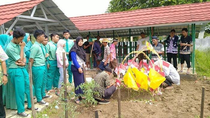 Bendera Merah Putih Warnai Makam Siswa SMP yang Tewas di Waduk Bojongsari, Para Penziarah Menangis