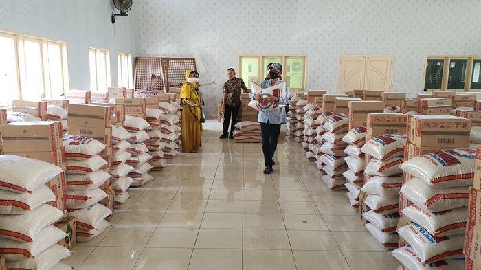 Pemkab Cirebon Distribusikan Bansos ke Puluhan Penyandang Difabel, Dorong Warga Makin Peduli