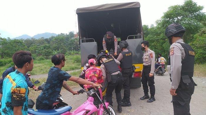 Polisi Obrak-abrik Gerombolan Pemuda di Palabuhanratu Sukabumi yang Mua Judi Balap Motor Liar