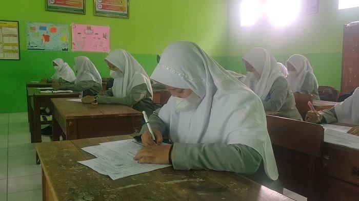 Sudah Divaksin, Para Siswa di SMA Islam Al-Mizan Majalengka Ikuti Pembelajaran Tatap Muka Terbatas