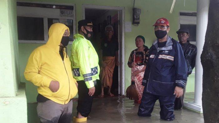 Buntut Hujan Deras, Permukiman Warga Desa Sumuradem Indramayu Terendam Banjir