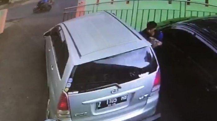 Mau Curi Mobil, Kaget di Dalam Ada Balita, Si Maling Jengkel, Marahi Ibu Balita yang sedang Belanja